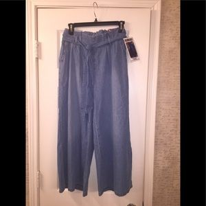 Wide leg crop pants.
